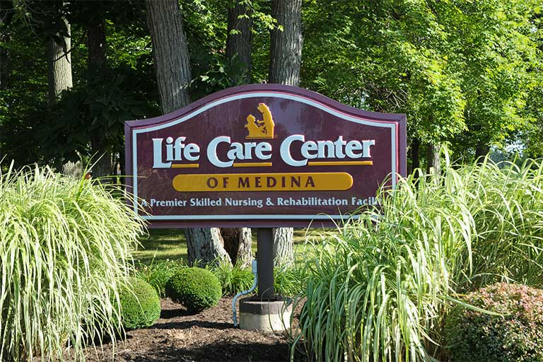 Associate celebrates 30 years with Life Care Center of Medina